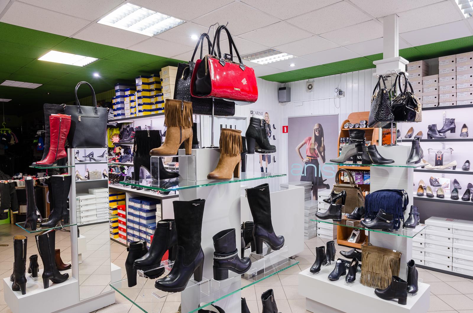 0166d902319131 Anny (mały targ) w Lubaczowie został otwarty sklep obuwniczy dla kobiet.  Jego oferta jest bardzo ciekawa – znajdziemy w nim buty takich marek jak:  Avanti, ...