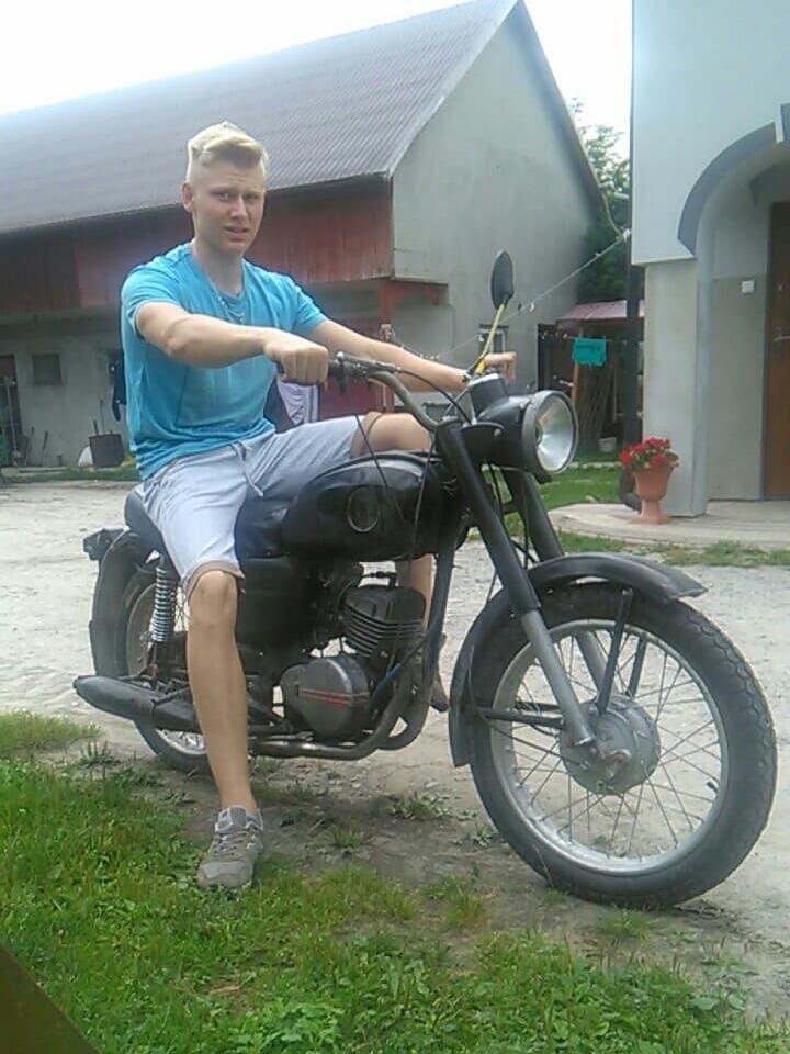 16-letni chłopiec z 18 lat